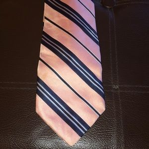 Pink & Blue Hilfiger tie w/ different knot fabric